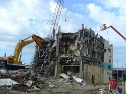 demolição na construção civil