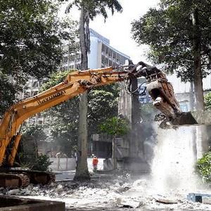 Locação de máquinas para demolição industrial